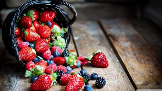 berries_in_basket_macro-wallpaper-1366x768